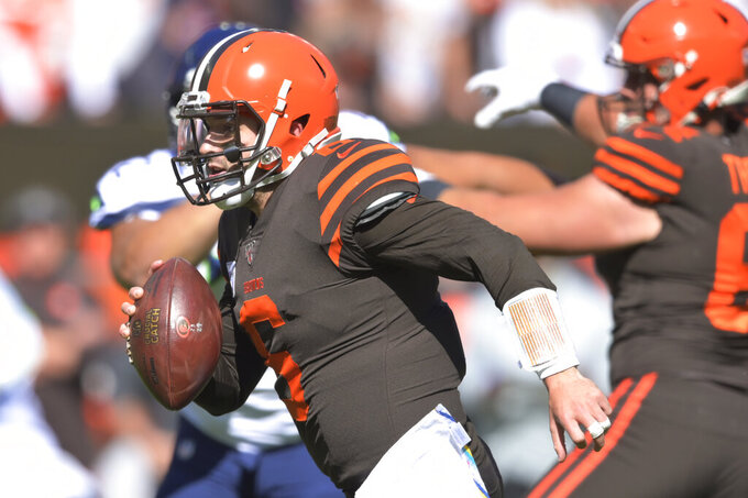 Browns' Mayfield slowed by hip injury, limited in practice