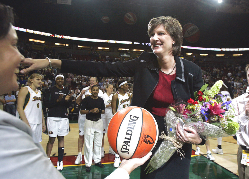 Women's basketball mourns death of Anne Donovan