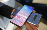 In this Tuesday, Feb. 19, 2019, photo the wireless power charging feature for the new Samsung Galaxy S10 smartphones is demonstrated during a product preview in San Francisco. (AP Photo/Eric Risberg)