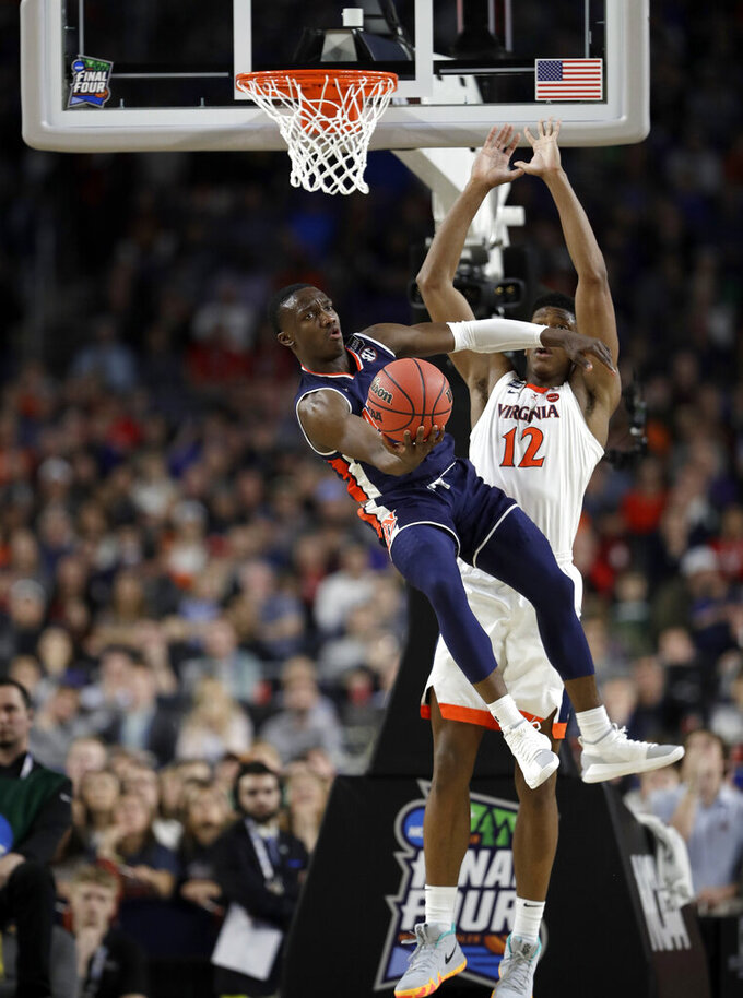 Auburn's Jared Harper (1) looks to pass against Virginia's De'Andre Hunter (12) during the second half in the semifinals of the Final Four NCAA college basketball tournament, Saturday, April 6, 2019, in Minneapolis. (AP Photo/David J. Phillip)