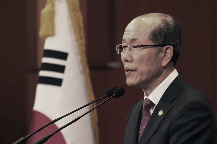 Kim You-geun, deputy director of South Korea's presidential national security office, speaks at the presidential Blue House in Seoul, South Korea, Friday, Nov. 22, 2019. South Korea says it has decided to continue a 2016 military intelligence-sharing agreement with Japan it previously decided to terminate amid ongoing disputes over their wartime history and trade. (AP Photo/Ahn Young-joon)