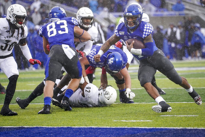 Kentucky quarterback Lynn Bowden Jr. (1) runs for a touchdown during the first half of the NCAA college football game against Louisville, Saturday, Nov. 30, 2019, in Lexington, Ky. (AP Photo/Bryan Woolston)