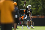 Tennessee quarterback Jarrett Guarantano throws the ball during the first NCAA college football practice of the season in Knoxville, Tenn., Friday, Aug. 3, 2018. (Caitie McMekin/Knoxville News Sentinel via AP)