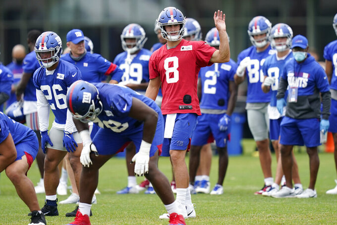 New York Giants quarterback Daniel Jones, center, participates in a practice at the NFL football team's training camp in East Rutherford, N.J., Wednesday, Aug. 19, 2020. The Giants open their season against the Pittsburgh Steelers on Sept. 14. (AP Photo/Seth Wenig)