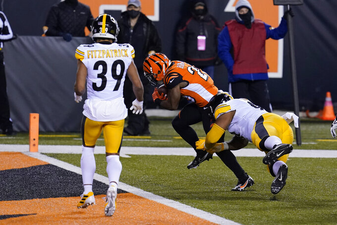 Cincinnati Bengals' Giovani Bernard (25) runs past Pittsburgh Steelers' Stephon Tuitt (91) for a touchdown during the first half of an NFL football game, Monday, Dec. 21, 2020, in Cincinnati. (AP Photo/Michael Conroy)