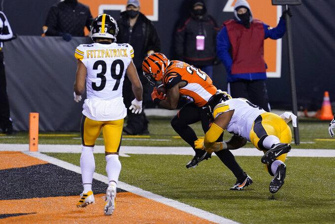 Cincinnati Bengals' Giovani Bernard (25) runs past Pittsburgh Steelers' Stephon Tuitt (91) for a touchdown during the first half of an NFL football game, Monday, Dec. 21, 2020, in Cincinnati. (AP Photo/Michael Conroy)