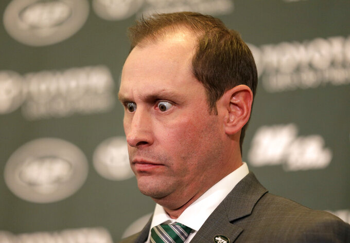 Gase's eyes the star during new Jets coach's intro