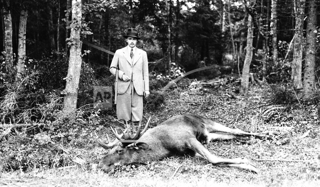 Watchf AP I   SWE APHS345196 Prince Otto Von Habsburg  Hunting