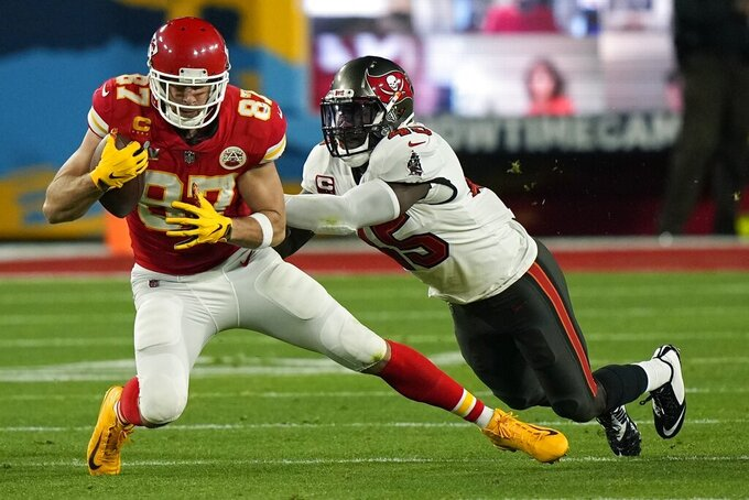 Kansas City Chiefs tight end Travis Kelce catches a pass against Tampa Bay Buccaneers inside linebacker Lavonte David during the first half of the NFL Super Bowl 55 football game Sunday, Feb. 7, 2021, in Tampa, Fla. (AP Photo/David J. Phillip)