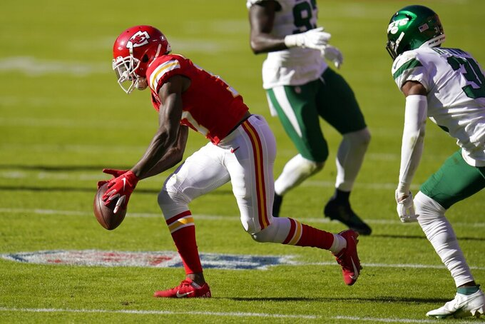 Kansas City Chiefs wide receiver Mecole Hardman (17) reaches down to catch a pass in front of New York Jets cornerback Bless Austin, right, in the second half of an NFL football game on Sunday, Nov. 1, 2020, in Kansas City, Mo. (AP Photo/Jeff Roberson)