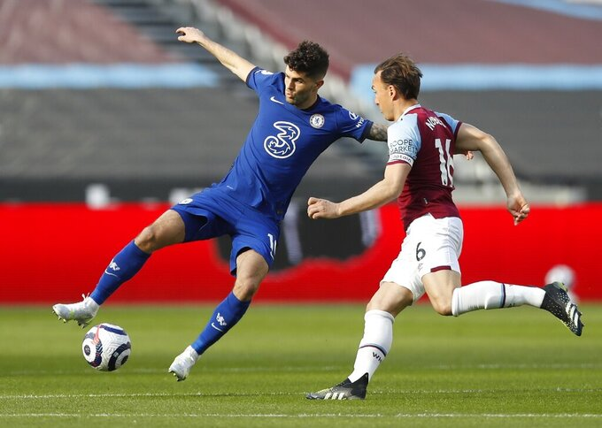 Chelsea's Christian Pulisic, left, and West Ham's Mark Noble challenge for the ball during the English Premier League soccer match between West Ham United and Chelsea at London Stadium, London, England, Saturday, April 24, 2021. (AP Photo/Alastair Grant, Pool)
