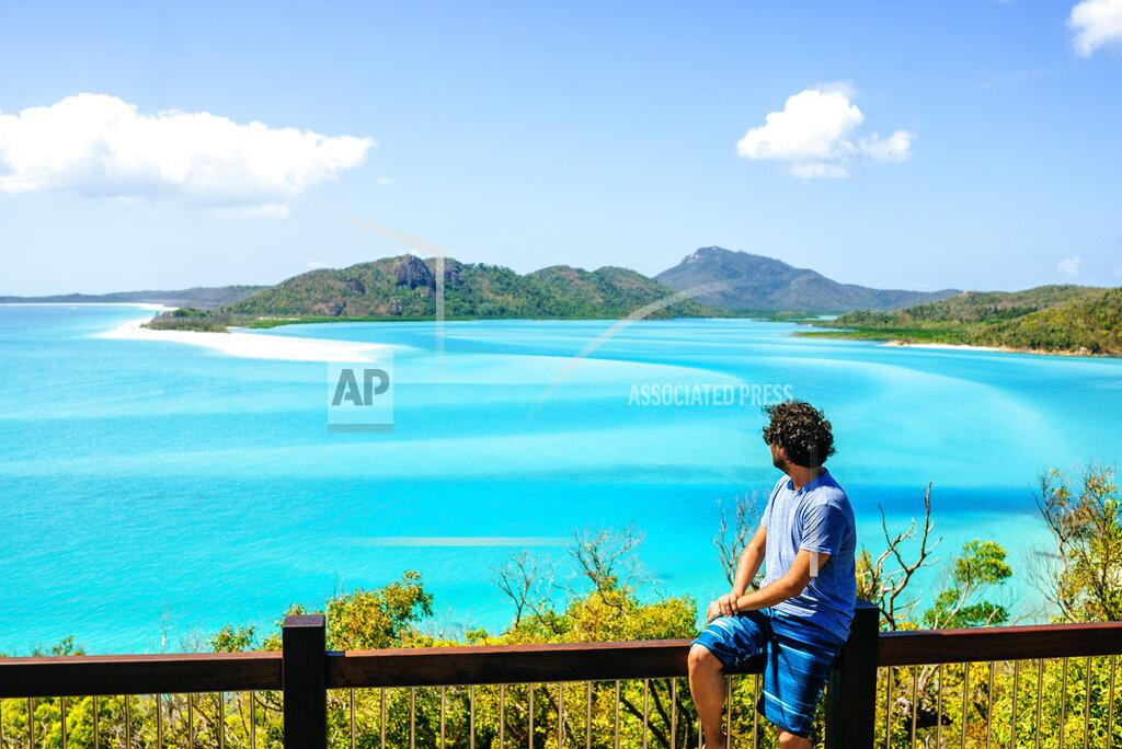 Australia, Queensland, Whitsunday Island, man looking at Whitehaven Beach