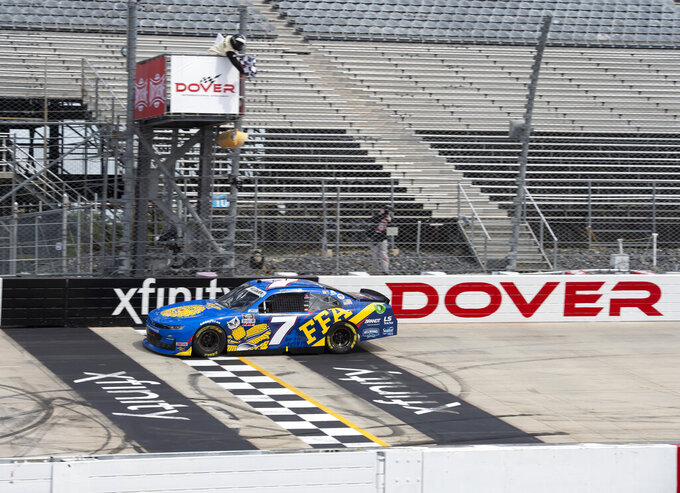 Allgaier holds off Cindric to win Xfinity race at Dover