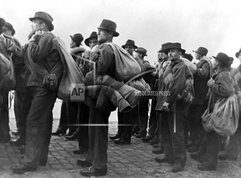 Watchf AP I   FRA APHSL3 673 Convicts Sail To Devils Island 1935