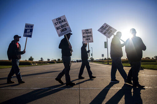 United Auto Workers picket outside of John Deere Des Moines Works on Thursday, Oct. 14, 2021, in Ankeny, Iowa. The Deere workers' strike began at midnight. (Kelsey Kremer /The Des Moines Register via AP)