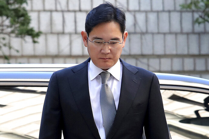 Samsung Electronics Vice Chairman Lee Jae-yong arrives at the Seoul High Court in Seoul, South Korea, Friday, Oct. 25, 2019. Billionaire Samsung scion Lee appeared in court for a retrial on corruption charges that partially fueled an explosive 2016 scandal that spurred massive protests and sent South Korea's then-president to prison. (AP Photo/Ahn Young-joon)