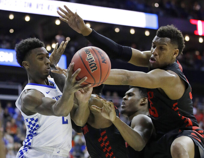 Kentucky's Ashton Hagans (2) passes around Houston's Fabian White Jr., right, during the second half of a men's NCAA tournament college basketball Midwest Regional semifinal game Friday, March 29, 2019, in Kansas City, Mo. (AP Photo/Charlie Riedel)