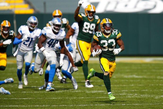 Aaron Jones, de los Packers de Green Bay, se escapa para un touchdown en la segunda mitad del juego ante los Lions de Detroit, el domingo 20 de septiembre de 2020, en Green Bay. (AP Foto/Matt Ludtke)