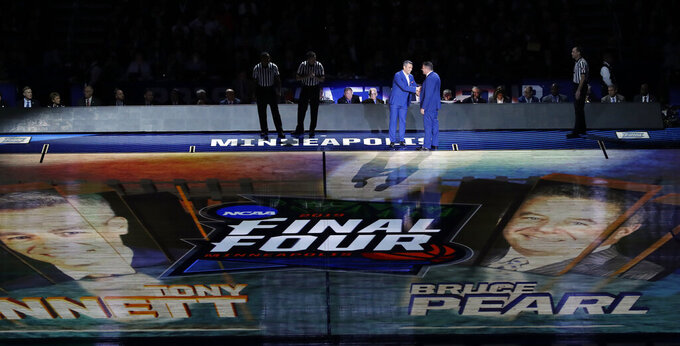 Virginia head coach Tony Bennett and Auburn head coach Bruce Pearl shake hands before the semifinals of the Final Four NCAA college basketball tournament, Saturday, April 6, 2019, in Minneapolis. (AP Photo/Matt York)