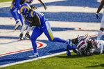 Los Angeles Rams' Darrell Henderson, left, breaks a tackle by Buffalo Bills' Tremaine Edmunds, right, to score a touchdown during the second half of an NFL football game Sunday, Aug. 26, 2018, in Orchard Park, N.Y. (AP Photo/John Munson)