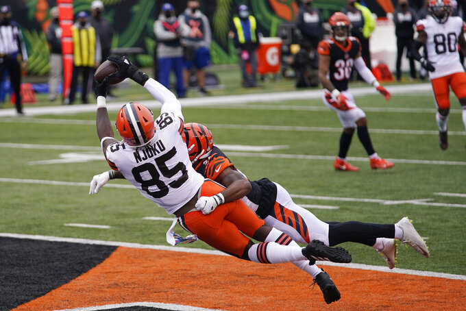 Cleveland Browns' David Njoku (85) makes a touchdown reception against Cincinnati Bengals' Vonn Bell during the second half of an NFL football game, Sunday, Oct. 25, 2020, in Cincinnati. (AP Photo/Bryan Woolston)