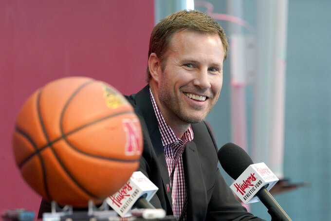 Huskers' Hoiberg owes millions if he leaves for college job