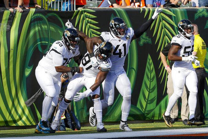 Minshew, defense lead Jaguars over winless Bengals 27-17