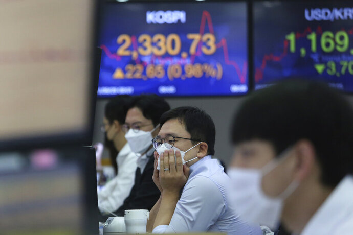 A currency trader watches monitors at the foreign exchange dealing room of the KEB Hana Bank headquarters in Seoul, South Korea, Tuesday, Sept. 29, 2020. Asian stocks were mixed Tuesday after Wall Street recovered some of this month's losses as investors looked ahead to a debate between President Donald Trump and his challenger in the November election, former Vice President Joe Biden. (AP Photo/Ahn Young-joon)