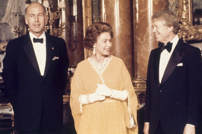 FILE - In this file photo dated May 1977, U.S. President Jimmy Carter, right, and Queen Elizabeth II stand with French President Valery Giscard d'Estaing, at Buckingham Palace in London. (AP Photo, File)