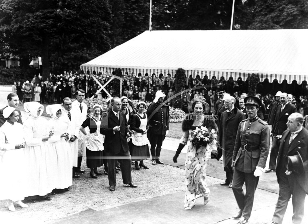 Watchf AP I   BEL APHSL9 King And Queen Of Belgium At Eastman Dental Clinic Opening 1935