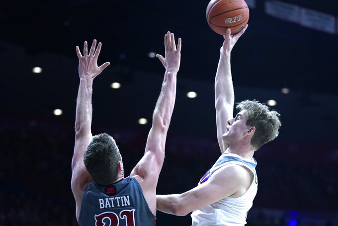 Arizona forward Stone Gettings shoots over Utah forward Riley Battin (21) during the second half of an NCAA college basketball game Thursday, Jan. 16, 2020, in Tucson, Ariz. Arizona won 93-77. (AP Photo/Rick Scuteri)