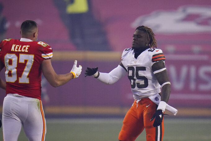 Kansas City Chiefs tight end Travis Kelce, left, greets Cleveland Browns tight end David Njoku, right, after an NFL divisional round football game, Sunday, Jan. 17, 2021, in Kansas City. The Chiefs won 22-17. (AP Photo/Jeff Roberson)