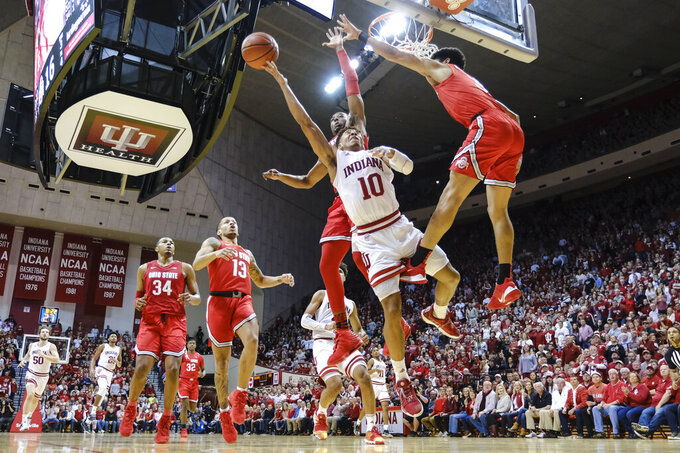 Indiana guard Rob Phinisee, center, shoots between Ohio State defenders Andre Wesson, in back, and D.J. Carton during the first half of an NCAA college basketball game in Bloomington, Ind., Saturday, Jan. 11, 2020. (AP Photo/AJ Mast)
