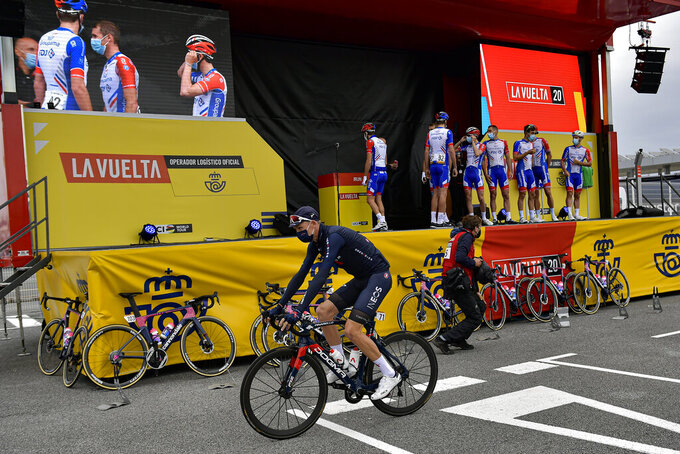 Ineos's Chris Froome wearing face mask as protection against COVID-19, before starting the first stage of La Vuelta between Irun - Arrate.Eibar, 173 km, of the Spanish Vuelta cycling race that finishes in Arrate, northern Spain, Tuesday, Oct. 20, 2020. (AP Photo/Alvaro Barrientos)