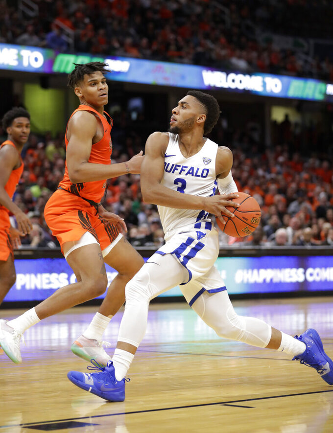 Buffalo's Jayvon Graves, right, drives to the basket against Bowling Green's Demajeo Wiggins during the second half of an NCAA college basketball game for the Mid-American Conference men's tournament title Saturday, March 16, 2019, in Cleveland. Buffalo won 87-73. (AP Photo/Tony Dejak)