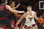 Oregon State's Zach Reichle (11) looks for a way past Stanford's Josh Sharma (20) and Oscar da Silva (13) during the first half of an NCAA college basketball game in Corvallis, Ore., Thursday, Feb. 7, 2019. (AP Photo/Amanda Loman)