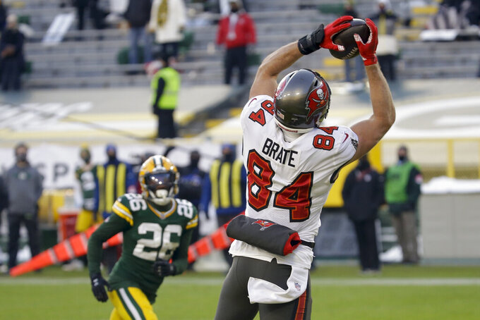 Tampa Bay Buccaneers' Cameron Brate (84) catches 8-yard touchdown pass against the Green Bay Packers during the second half of the NFC championship NFL football game in Green Bay, Wis., Sunday, Jan. 24, 2021. (AP Photo/Mike Roemer)