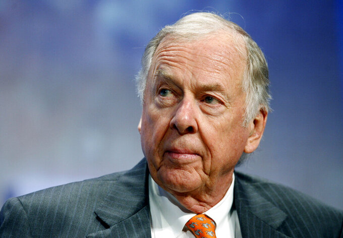 Texas governor speaks at Dallas funeral for T. Boone Pickens