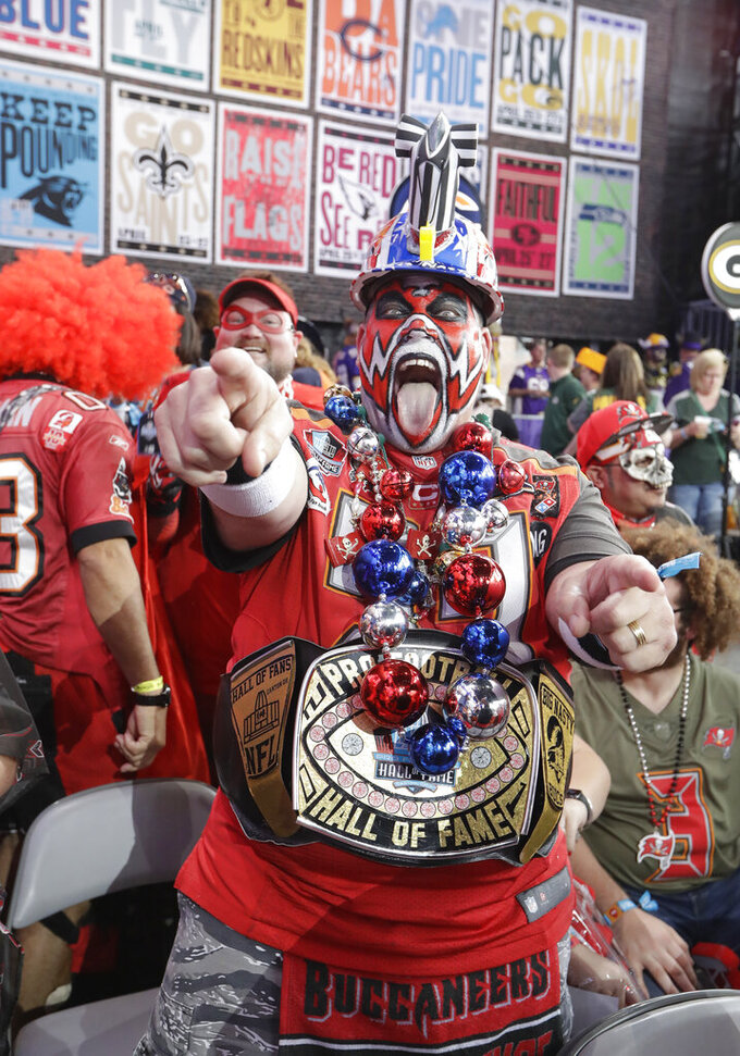 Tampa Bay Buccaneers fans cheers ahead of the first round at the NFL football draft, Thursday, April 25, 2019, in Nashville, Tenn. (AP Photo/Mark Humphrey)