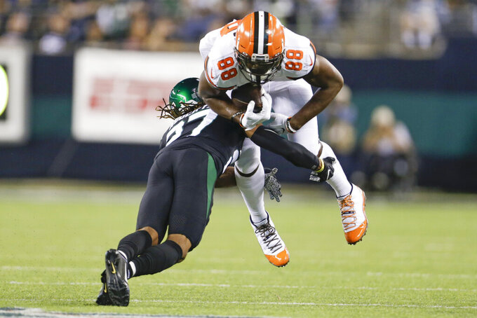 New York Jets' Darryl Roberts (27) tackles Cleveland Browns' Demetrius Harris (88) during the first half of an NFL football game Monday, Sept. 16, 2019, in East Rutherford, N.J. (AP Photo/Adam Hunger)
