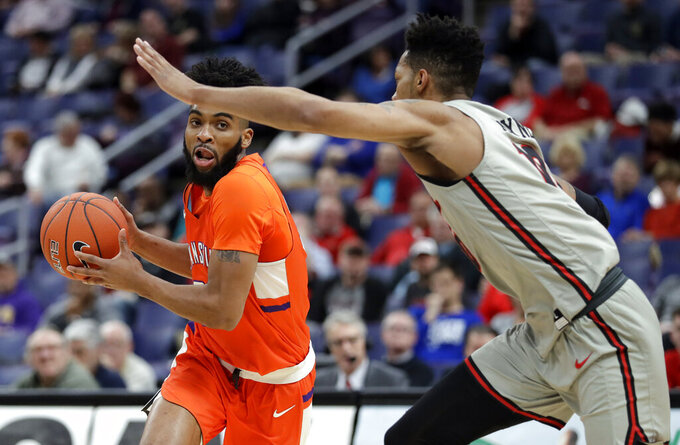 Evansville's K.J. Riley, left, heads to the basket as Illinois State's Phil Fayne defends during the first half of an NCAA college basketball game in the first round of the Missouri Valley Conference men's tournament Thursday, March 7, 2019, in St. Louis. (AP Photo/Jeff Roberson)