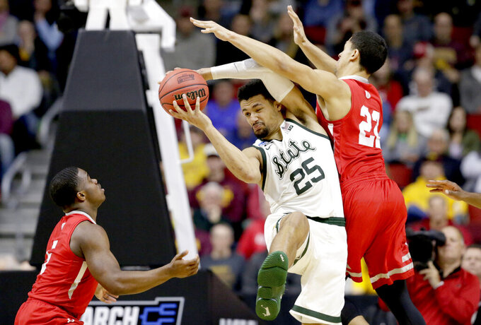 Michigan State's Kenny Goins (25) is guarded by Bradley's Ja'Shon Henry (22) and Darrell Brown, left, during the second half of a first round men's college basketball game in the NCAA Tournament in Des Moines, Iowa, Thursday, March 21, 2019. (AP Photo/Nati Harnik)