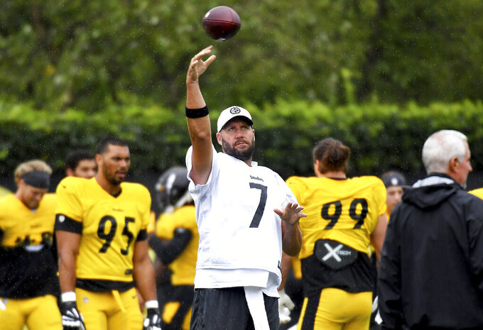 Pittsburgh Steelers quarterback Ben Roethlisberger warms up during the NFL football team's practice Wednesday, Sept. 8, 2021, in Pittsburgh. (Matt Freed/Pittsburgh Post-Gazette via AP)