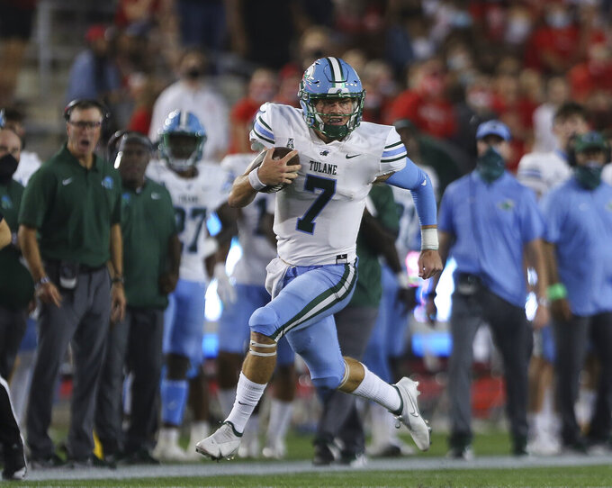 Tulane quarterback Michael Pratt (7) runs the ball during the first quarter against Houston during an NCAA college football game Thursday, Oct. 8, 2020, in Houston. (Yi-Chin Lee/Houston Chronicle via AP)