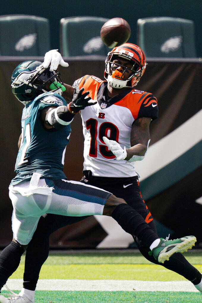 Cincinnati Bengals' Auden Tate (19) cannot catch a pass against Philadelphia Eagles' Jalen Mills (21) during the first half of an NFL football game, Sunday, Sept. 27, 2020, in Philadelphia. (AP Photo/Chris Szagola)