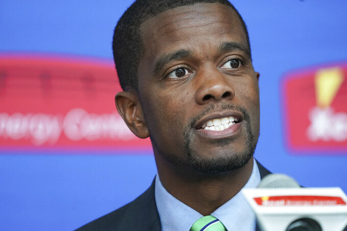 """FILE - In this April 16, 2019, file photo, St. Paul Mayor Melvin Carter speaks in St. Paul, Minn. A pilot program proposed by Carter to guarantee $500 in monthly income to 150 low-income families affected by COVID-19 has hit a snag. The St. Paul City Council delayed a vote until at least next week after U.S. Rep. McCollum, a Democrat who represents the capital city, warned in a letter Wednesday, Sept. 9, 2020, that the proposal requires """"careful design, implementation and oversight."""" (Glen Stubbe/Star Tribune via AP File)"""