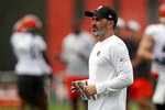 Cleveland Browns head coach Kevin Stefanski watches during practice at the NFL football team's training camp facility, Tuesday, Aug. 17, 2021, in Berea, Ohio. (AP Photo/Tony Dejak)