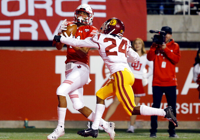 Utah wide receiver Solomon Enis, left, catches a touchdown as Southern California cornerback Isaiah Langley (24) defends during the second half of an NCAA college football game Saturday, Oct. 20, 2018, in Salt Lake City. (AP Photo/Rick Bowmer)