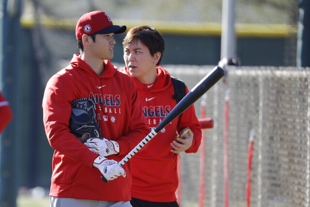 Los Angeles Angels' Shohei Ohtani walks to the batting cage during spring training baseball practice, Wednesday, Feb. 12, 2020, in Tempe, Ariz. (AP Photo/Darron Cummings)