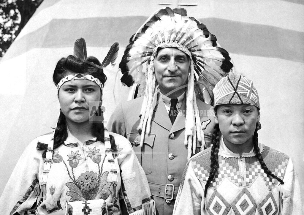 Watchf AP I   CAN APHS327629 Native Canadians 1941
